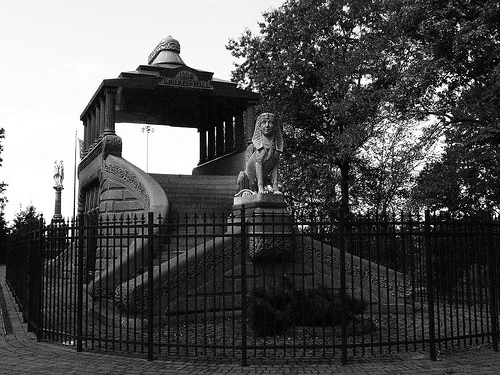 Post image for Barney Mausoleum in Forest Park   Picture Massachusetts