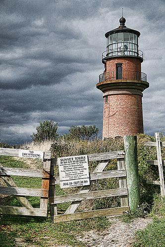 Post image for Aquinnah Lighthouse | Picture Massachusetts